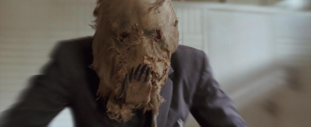 Batman-Begins-Scarecrow-Screencaps-dr-jonathan-crane-scarecrow-13222096-1022-420